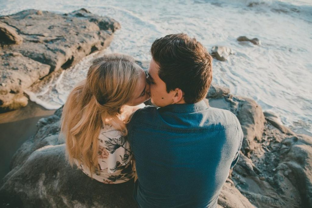 How To Seduce A Married Woman: 14 Ways To Steal Her Heart