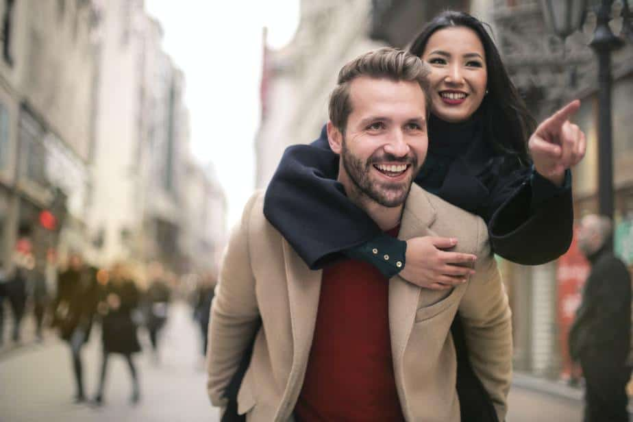 6 Signs That The Age Gap in Your Relationship is Problematic