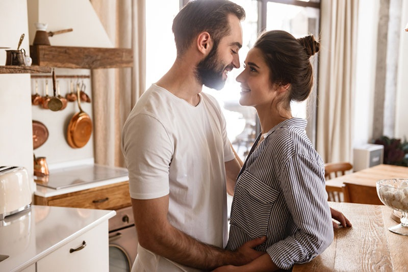 What Selfless Love Really Looks Like (And How To Achieve It)
