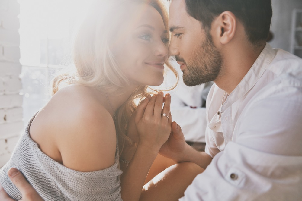 21 Foolproof Signs He Loves You Secretly
