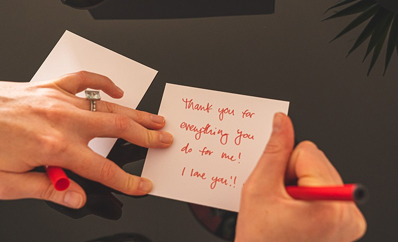 Love Notes For Her: 52 Heartwarming Messages For Your