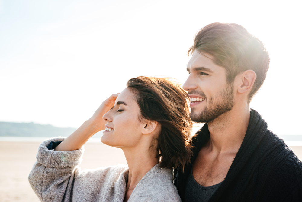 20 Subtle Signs He Is Jealous Because He Likes You