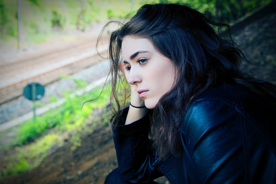 11 Heartbreaking Signs You Will Never Be A Priority To Him