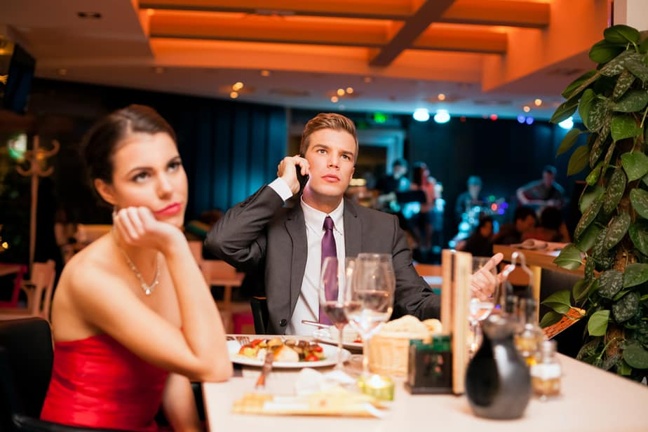 5 Signs Your Boyfriend Is Toxic and Trying to Undermine You