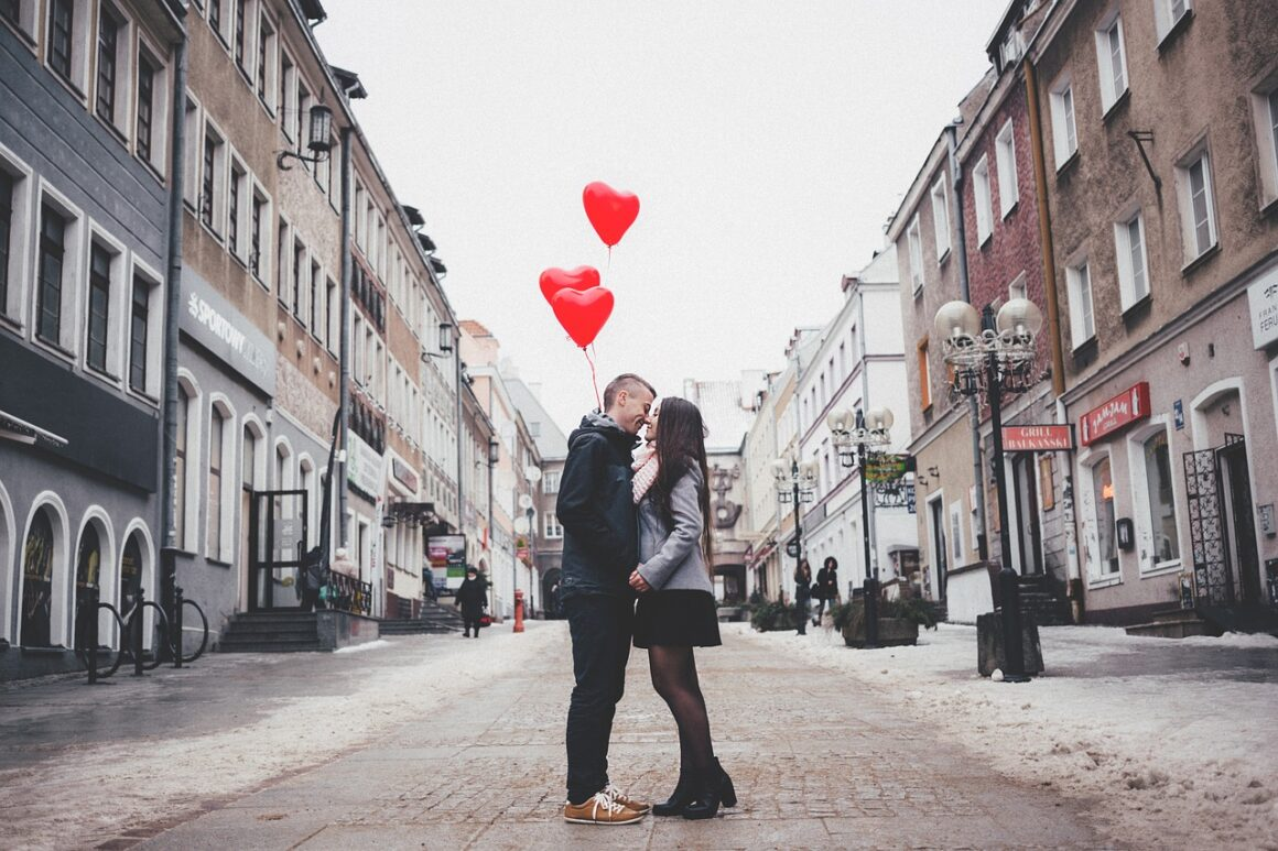 Here Are 7 Stages Of A Man Falling In Love And How To Recognize Them