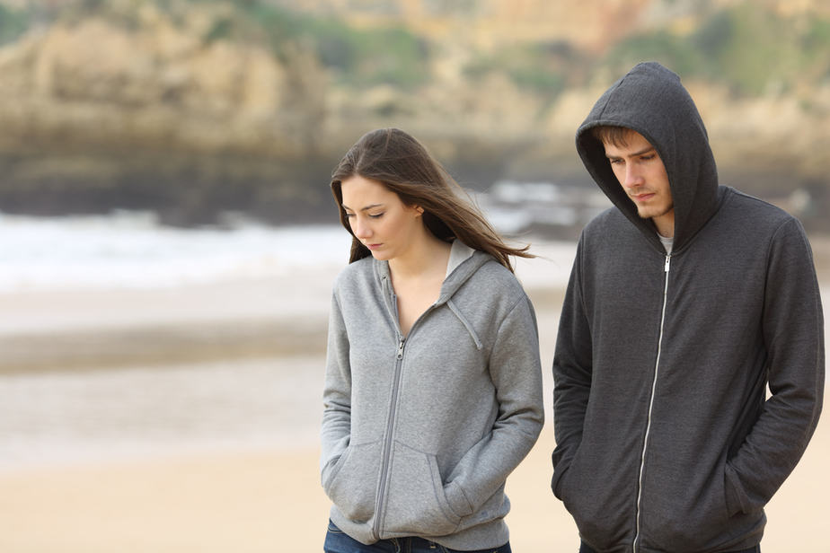 DONE! 14 Signs He Doesn't Want A Relationship With You Even If He Likes You