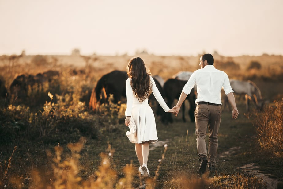 DONE! 7 Clear Signs That Your New Relationship Is Moving Too Fast