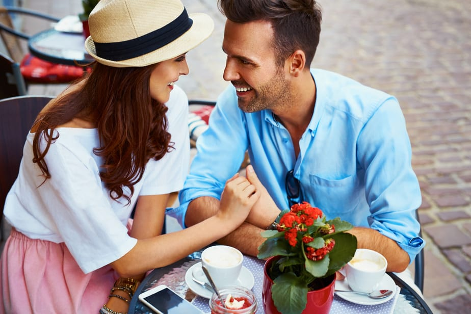 DONE! 7 Signs Of Romantic Body Language When A Man Falls In Love