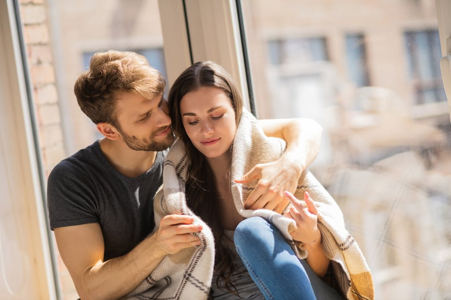 12 Signs You Are Being Way Too Clingy