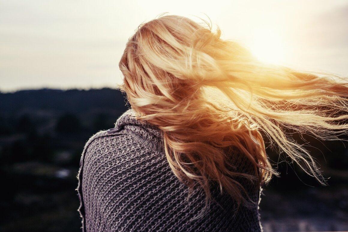 DONE! 12 Surefire Signs Your Affair Partner Loves You