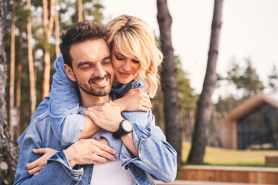 DONE! 10 Perfect Tips On How To Connect With An Emotionally Unavailable Man
