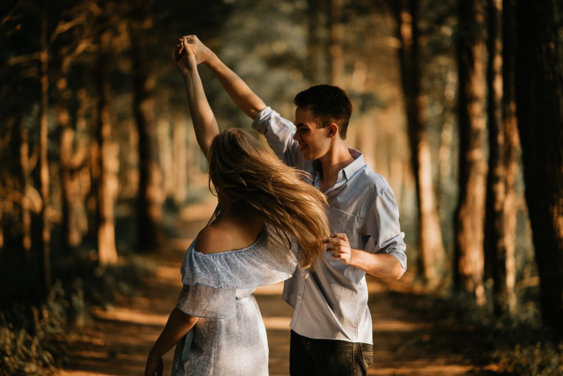 DONE! 12 Irresistibly Cute Physical Signs He Wants To Kiss You