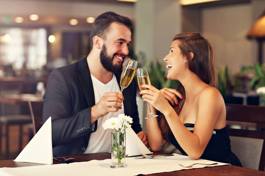 DONE! 19 Unmistakable Body Language Signs He Secretly Likes You