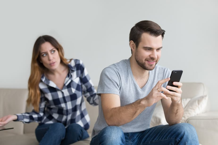 DONE! 6 Subtle Signs He's Having An Emotional Affair