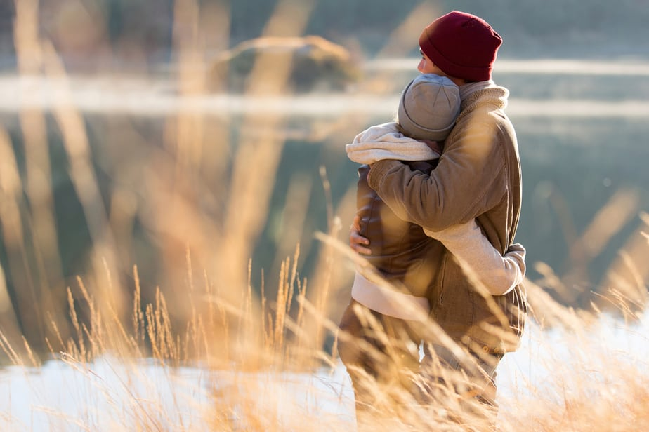 DONE! How To Tell If A Hug Is Romantic 9 Things To Pay Attention To