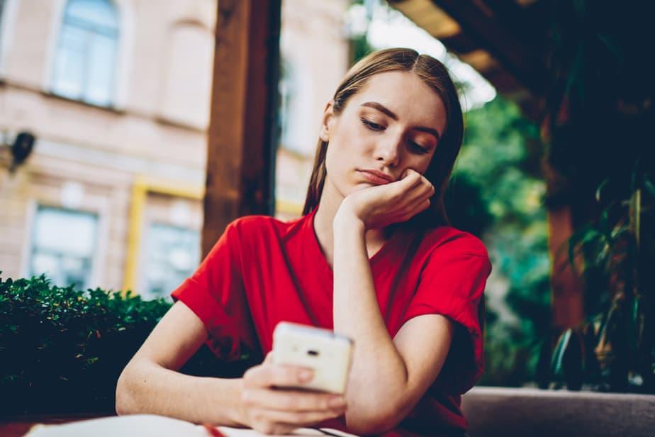 Cheating Alert My Boyfriend Talks To Other Females Online