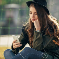 Do These 8 Things If Your Ex Responds To Texts But Never Initiates