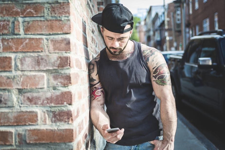 Why Do Guys Take Forever To Text Back 12 Men Explain Themselves